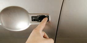 Замена наружной ручки и выключателя замка передней двери Ниссан Кашкай